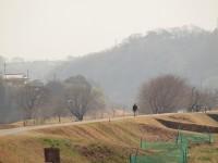 風強く、もやで丹沢はまったく見えなかった。このあと例の土煙になっていった